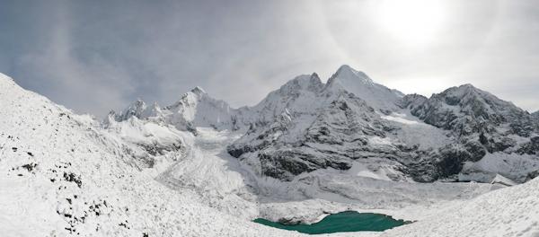 Panoramablick zum Siula Grande (Peru)