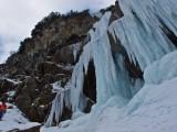 Pitztal - Eisfall über dem Ort Neurur