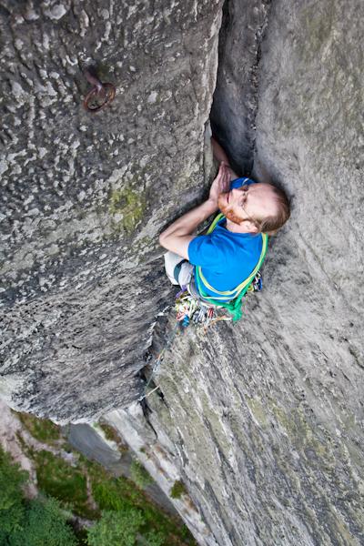 Stefan Giron klettert in der Nordverschneidung am Mönch zum 2. Ring