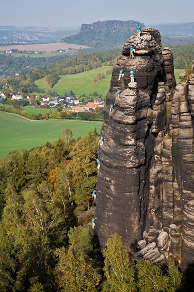 """Manuel Hasterok klettert den """"Direkten Herbstweg"""" an der nördlichen Pfaffenschluchtspitze"""