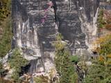 Felix Maul (in rot) und Stephan Leistner klettern die Südwand am Domwächter